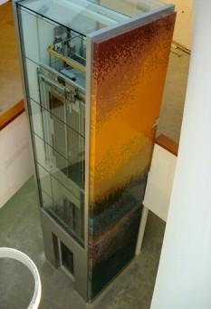 L'ascensore del nuovo Ospedale di Careggi (Firenze) con il mosaico di Erio Carnevali intitolato 'Presenze'