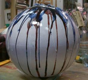 Globo bianco, ceramica e ossidi, diametro cm 60